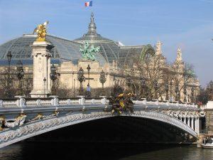 Vista lateral del Gran Palacio de Paris