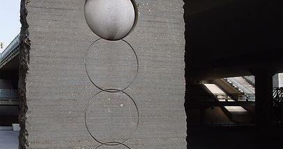 Al otro lado del muro - Autor: José María Subirachs