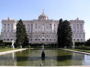 Fachada del Palacio Real hacia los Jardines de Sabatini