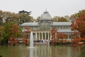 El Palacio de Cristal es uno de los lugares más concurridos del Parque del Retiro.