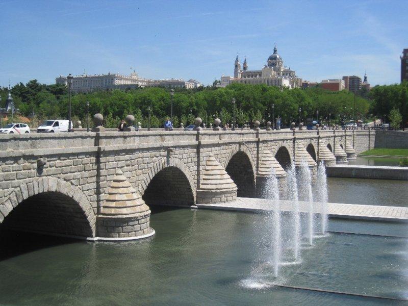 Puente de segovia for Lugares turisticos de espana madrid
