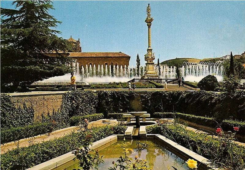 Jardines del triunfo for Jardines de gomerez granada