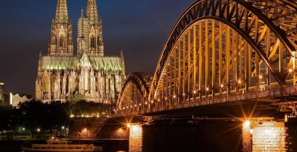 ciudad de Colonia, vista nocturna de la Catedral