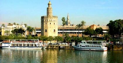 Vista de la Torre del Oro en Sevilla
