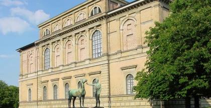 Fachada oeste de la Pinacoteca Antigua de Múnich (Alte Pinakothek) - autor