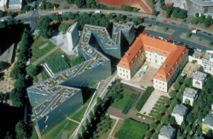 Torre del Holocausto y Jardín del Exílio